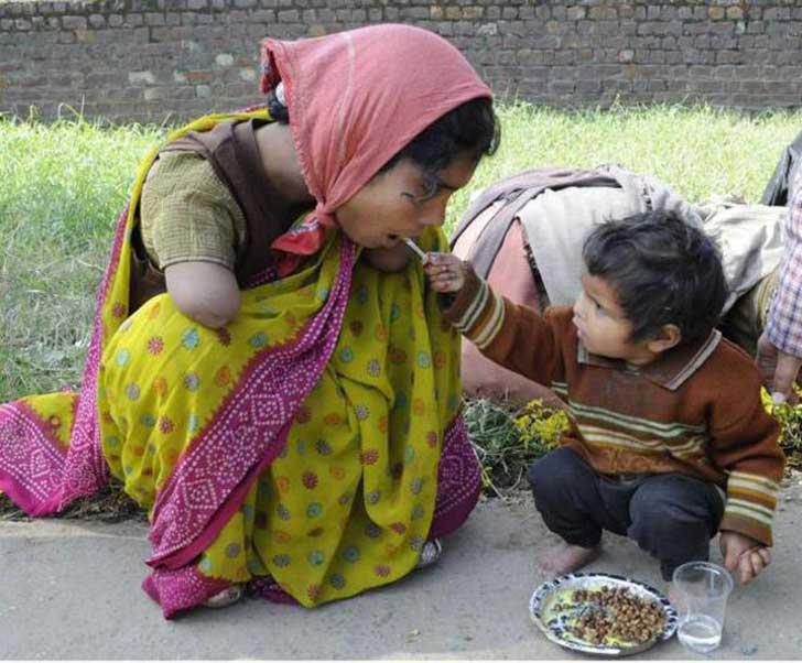Imagen impactante, imagen reflexionar, madre con discapacidad